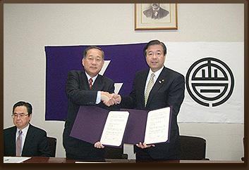 会津若松市・同志社 連携協力に関する包括協定調印式